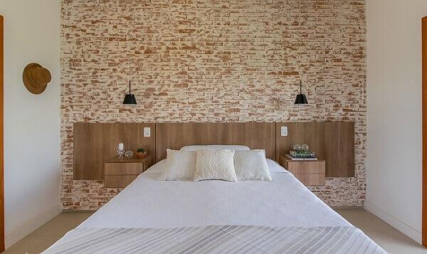 Marrom e branco na decoração de quarto de casal