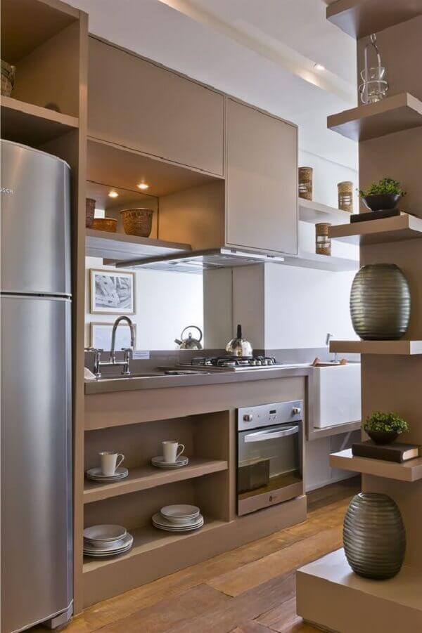 Marrom em cozinha pequena