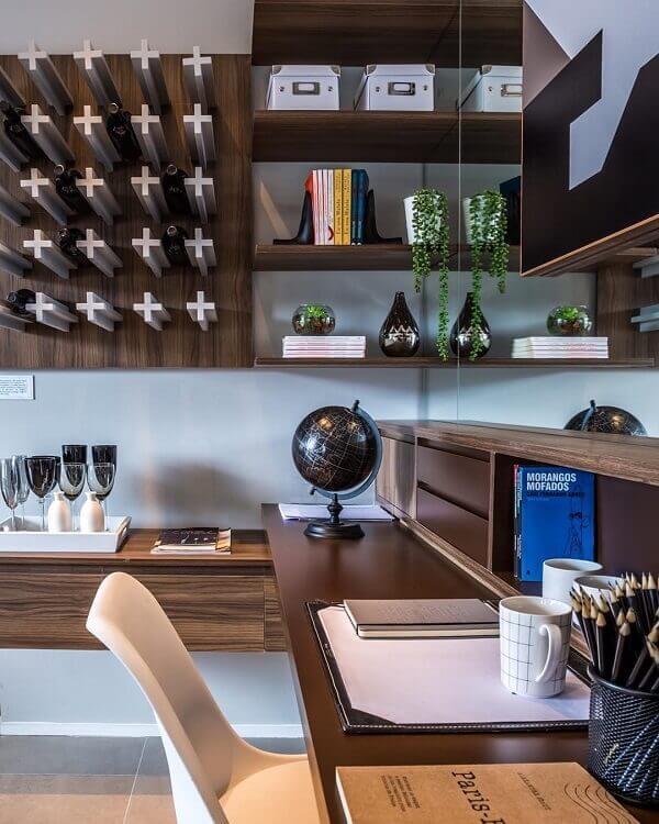 Marrom em diferentes tons na decoração de home office
