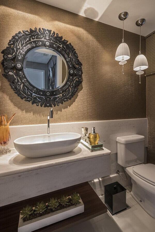 Marrom em papel de parede de lavabo