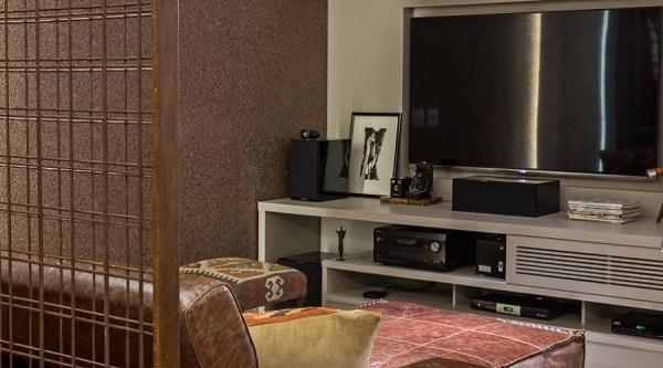 Marrom em sofá para sala de tv