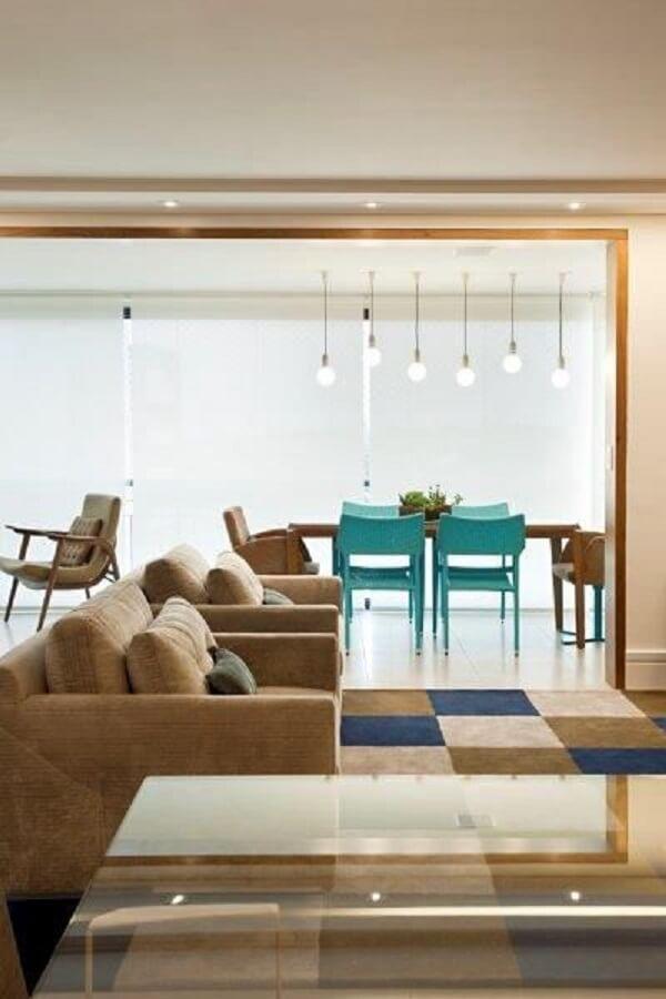 Marrom em sofá para sala