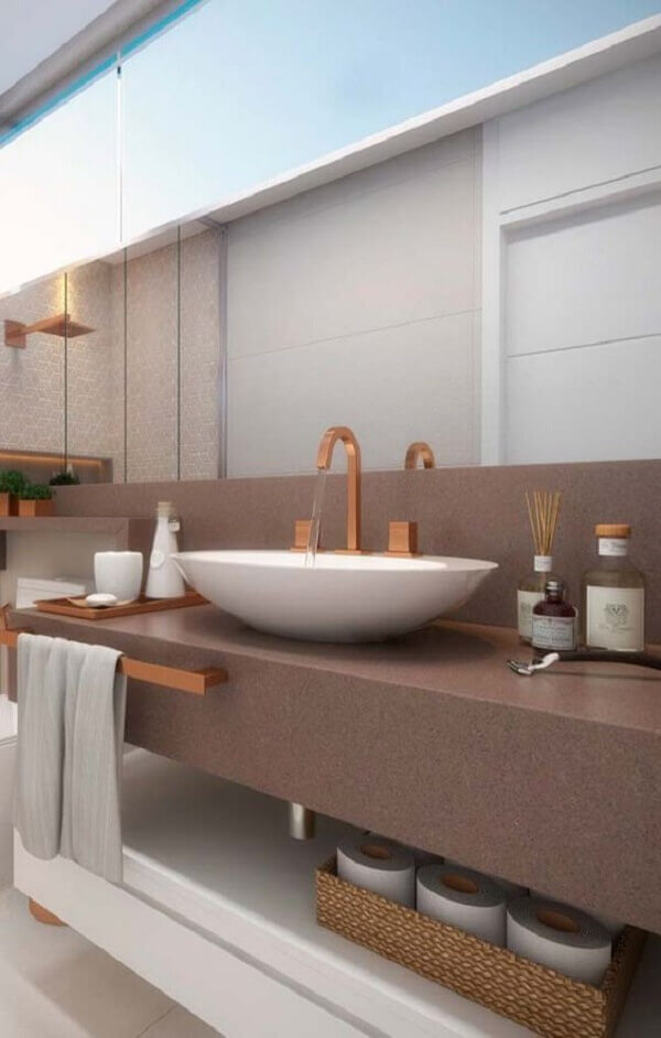 Marrom na bancada de banheiro