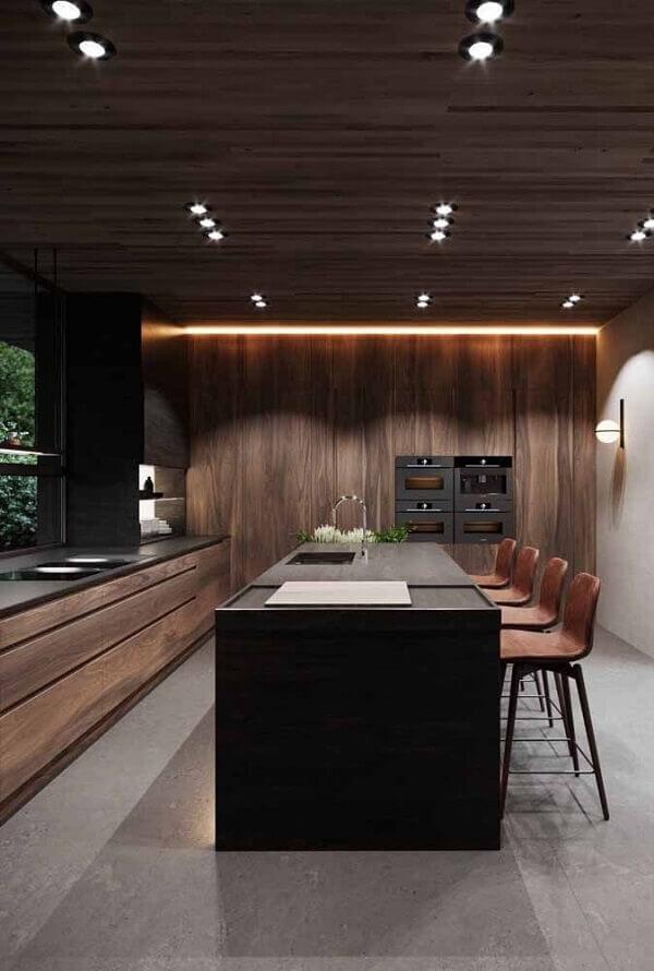 Marrom na decoração de cozinha luxuosa