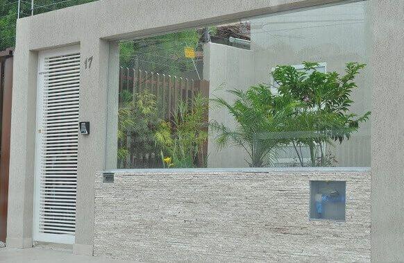 Muro de vidro com pedra e alvenaria Foto de Pinterest