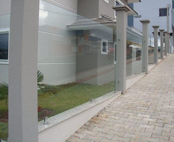 Muro de vidro com pilastras Foto de Cia Mais