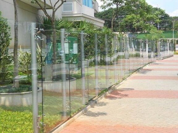 Muro de vidro longo Foto de Construção em Vidros