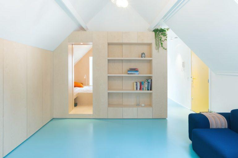 O revestimento com porcelanato líquido azul se estendeu por todo o cômodo. Fonte: Pinterest