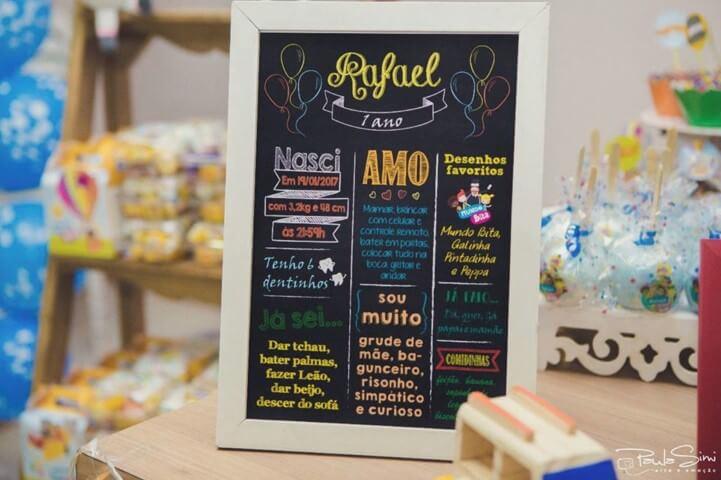 Placa de chalkboard em aniversário de 1 ano com mensagem colorida Foto de Licreatio