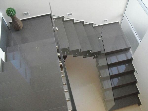 Porcelanato líquido aplicado na escada