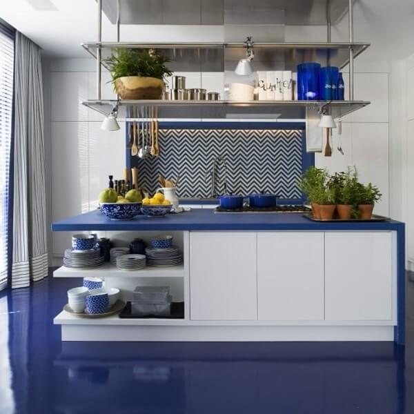 Porcelanato líquido azul na cozinha