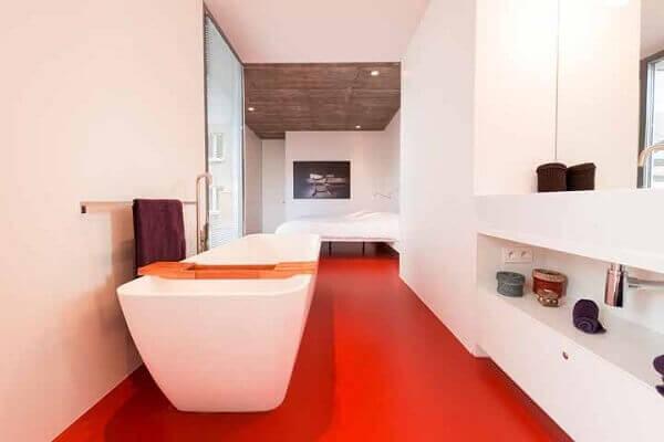 Porcelanato líquido vermelho no banheiro
