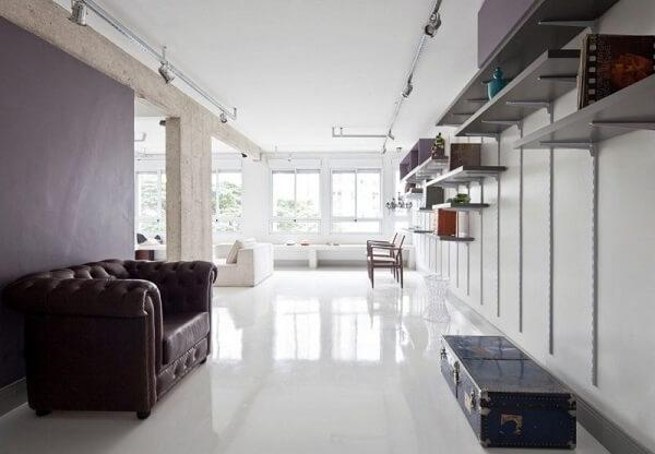 Porcelanato liquido branco em ambiente grande