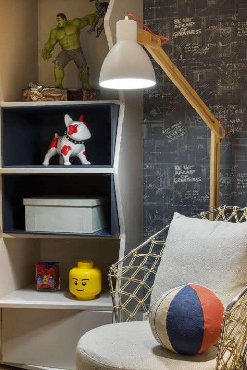 Sala com papel de parede imitando chalkboard Projeto de Triplex Arquitetura-