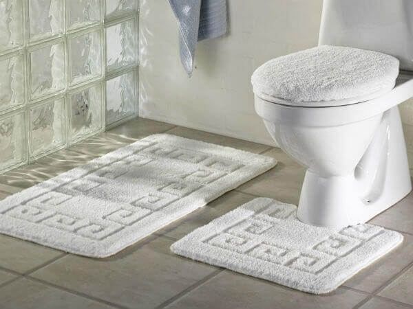 Tapete para banheiro branco