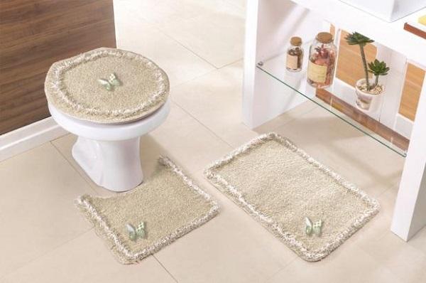 Tapete para banheiro com detalhe de borboleta