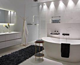 Tapete para banheiro grande e luxuoso