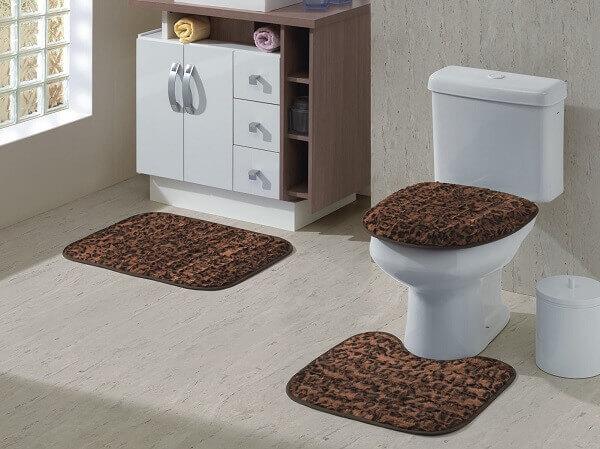 Tapete para banheiro marrom