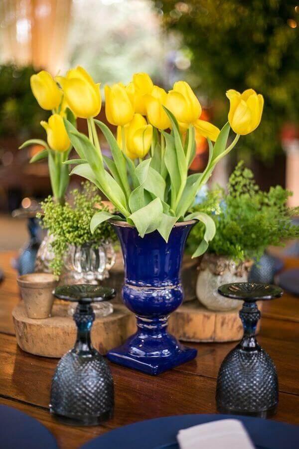 Tulipa amarela em vaso royal