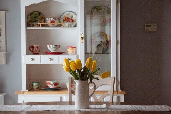Tulipa amarela na cozinha