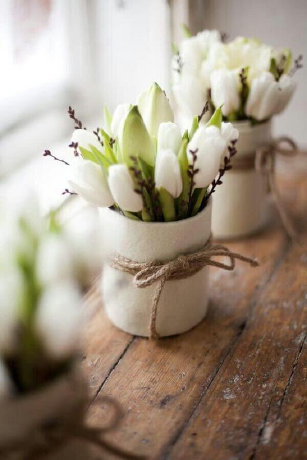 Tulipa em decoração rústica