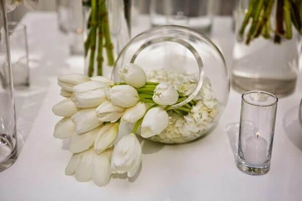 Tulipa em vaso redondo