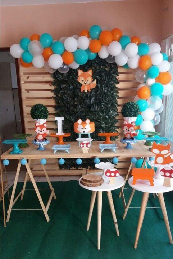 balloon arrangement for fox theme children's birthday decoration Foto Elo7
