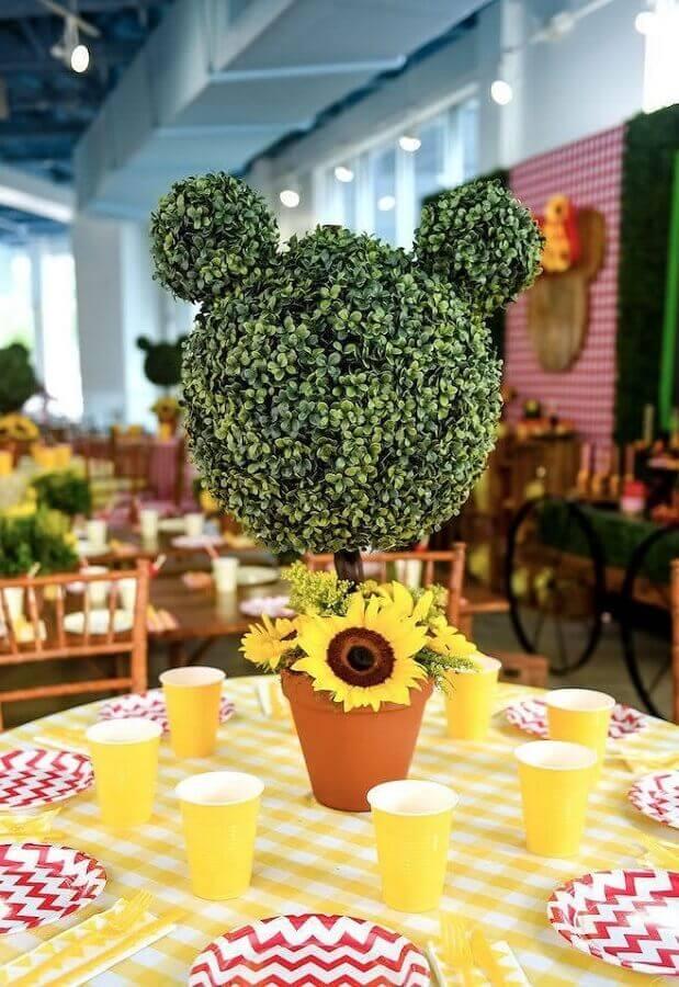 arranjo de mesa com flores para decoração mickey e minnie Foto 321achei
