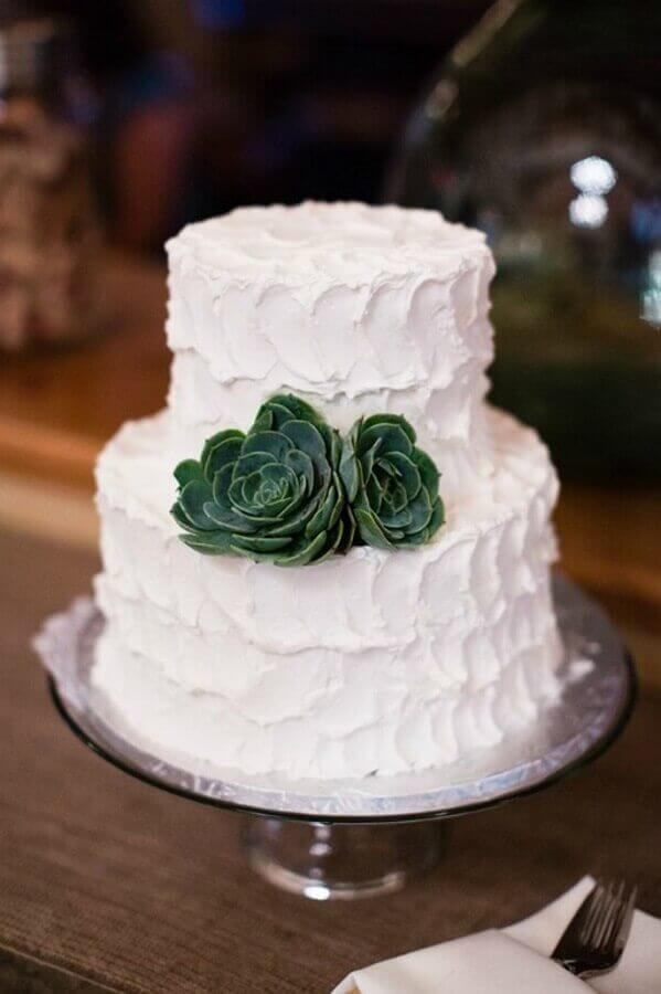 bolo de noivado simples dois andares todo branco decorado com rosa suculenta Foto Carmen Salazar