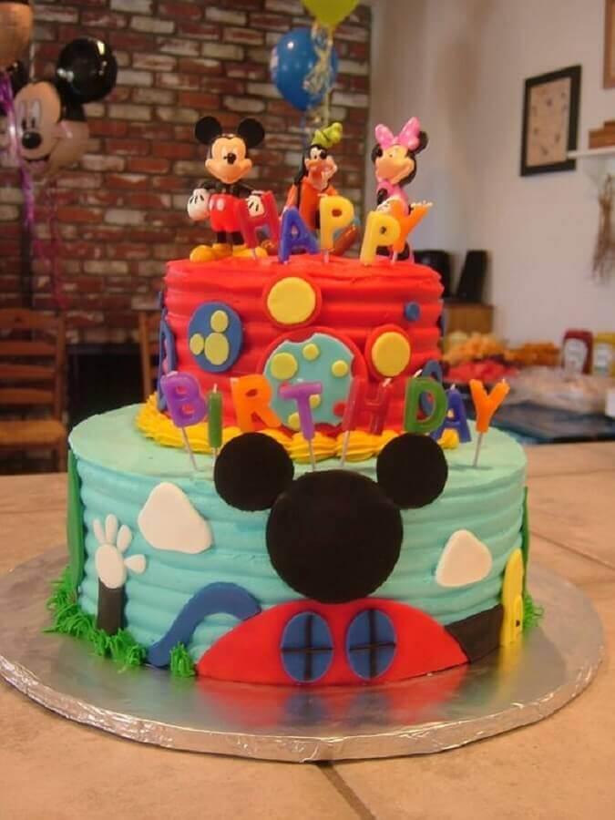 bolo decorado do mickey bem colorido com personagens no topo Foto Best Cake Ideas