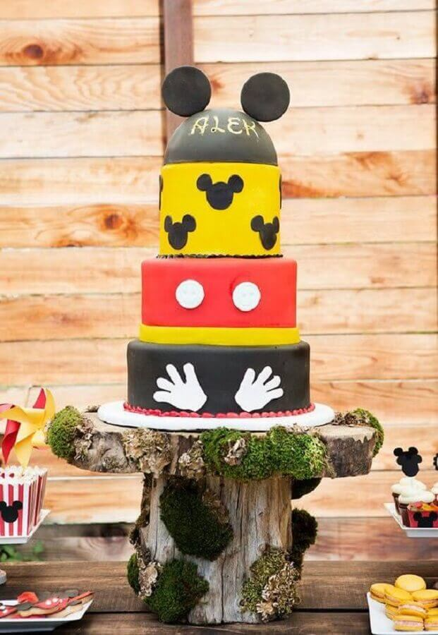 bolo decorado do mickey quatro andares Foto Pinterest