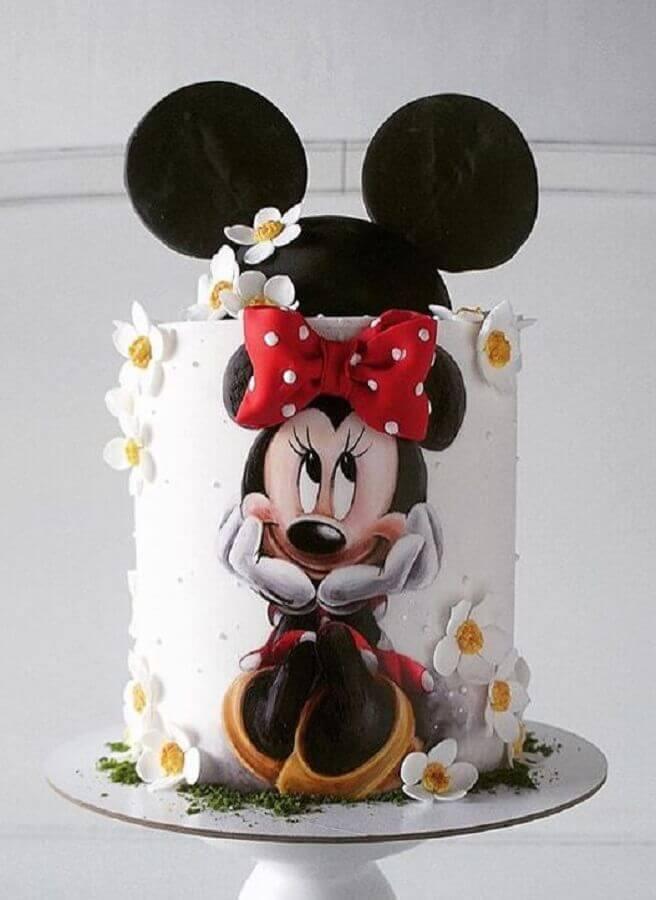 bolo decorado do minnie com detalhes em flores brancas Foto Pinterest