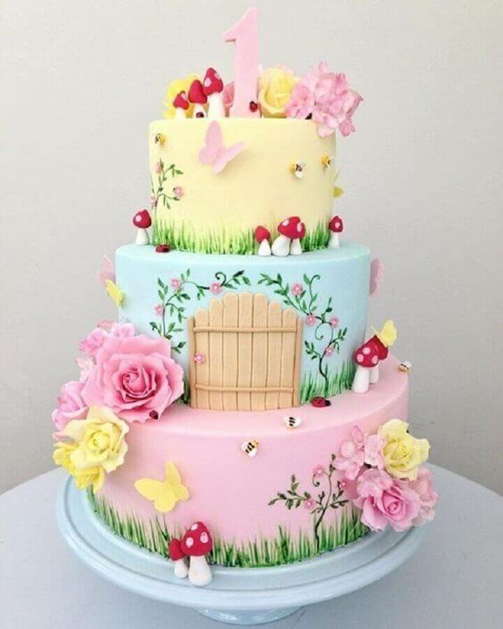 bolos de aniversário decorados com tema jardim encantado nas cores pastel Foto Entre na Festa