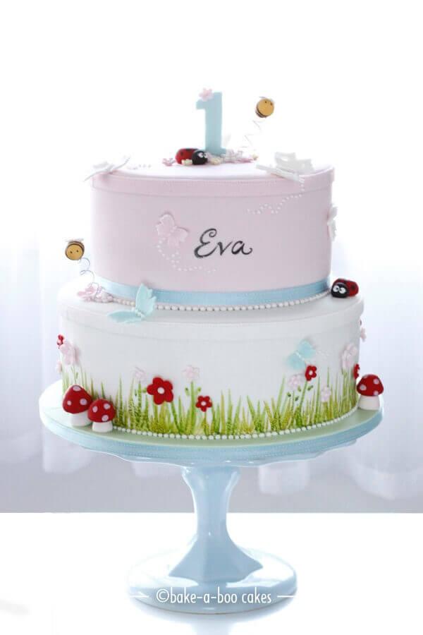 bolos de aniversário decorados em tons pastel para aniversário de bebê Foto Pinterest