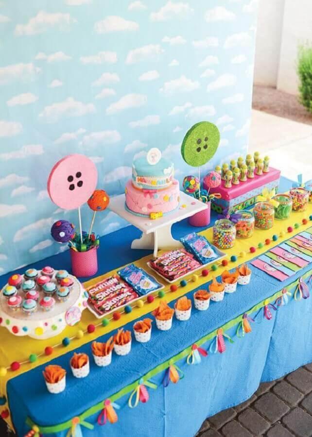 decoração colorida para aniversário infantil Foto Pinosy