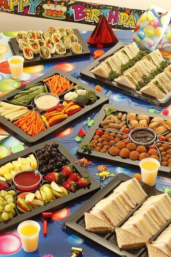 decoração com mesa de frios para festa de aniversário Foto Air Freshener