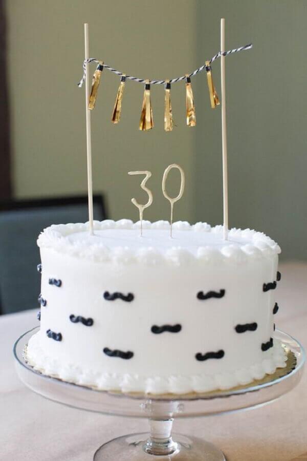 decoração de aniversário adulto com bolo branco simples Foto Air Freshener
