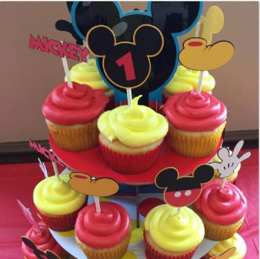 decoração de aniversário do mickey com cupcakes coloridos Foto Krissy's Craft Corner