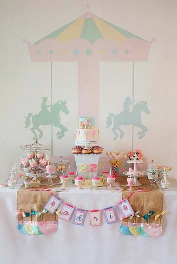 decoração de aniversário menina com tema carrossel Foto Toda Atual