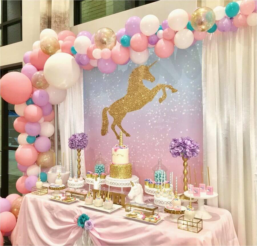 decoração de aniversário menina em tons de rosa lilás e dourado com tema unicórnio Foto Your Trade Pubs