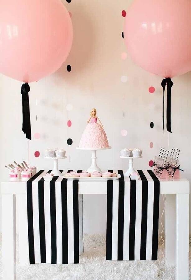 decoração de aniversário menina preto branco e rosa com o tema Barbie Foto Pinterest