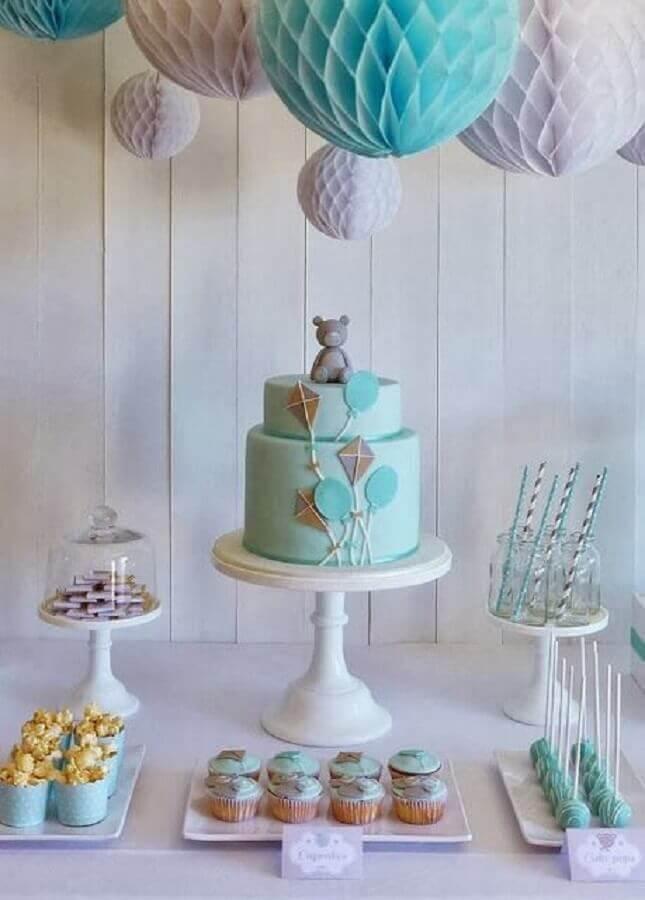 decoração de aniversário menino azul e cinza com bolo dois andares com ursinho no topo Foto Air Freshener