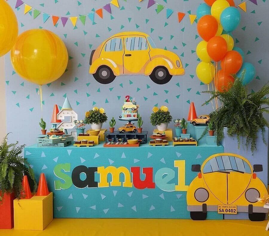 decoração de aniversário menino com fusquinha amarelo Foto Pinosy