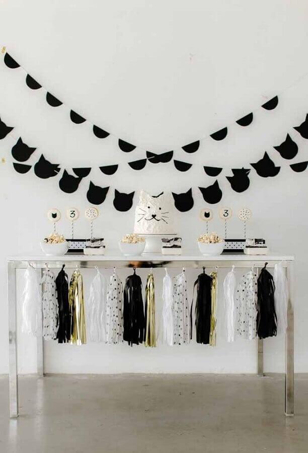 decoração de aniversário preto e branco com tema gatinhos Foto Pinterest