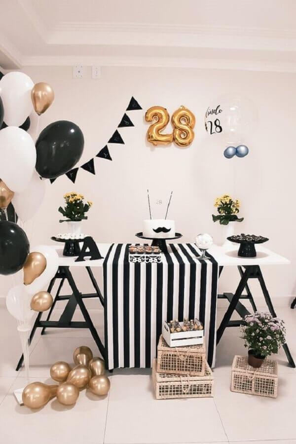 decoração de aniversário simples masculino preto e branco Foto Pinterest
