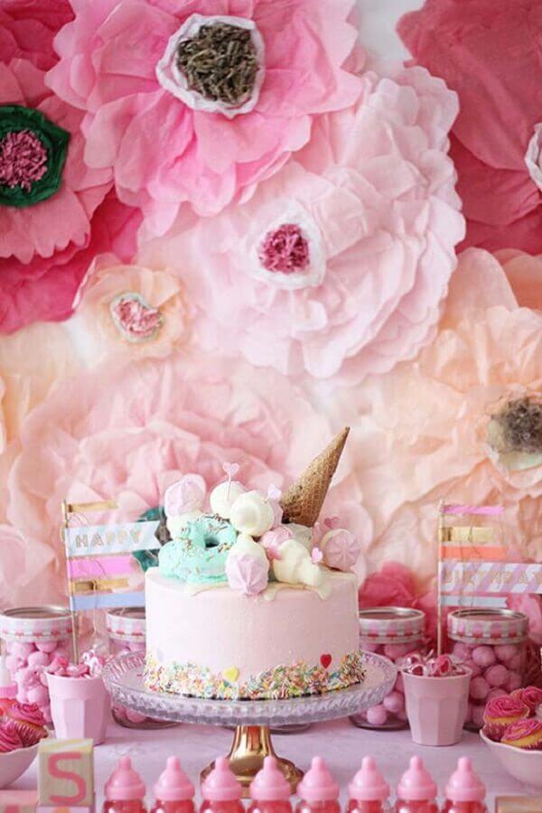 decoração de aniversário todo cor de rosa com painel de flores de papel Foto Pinterest