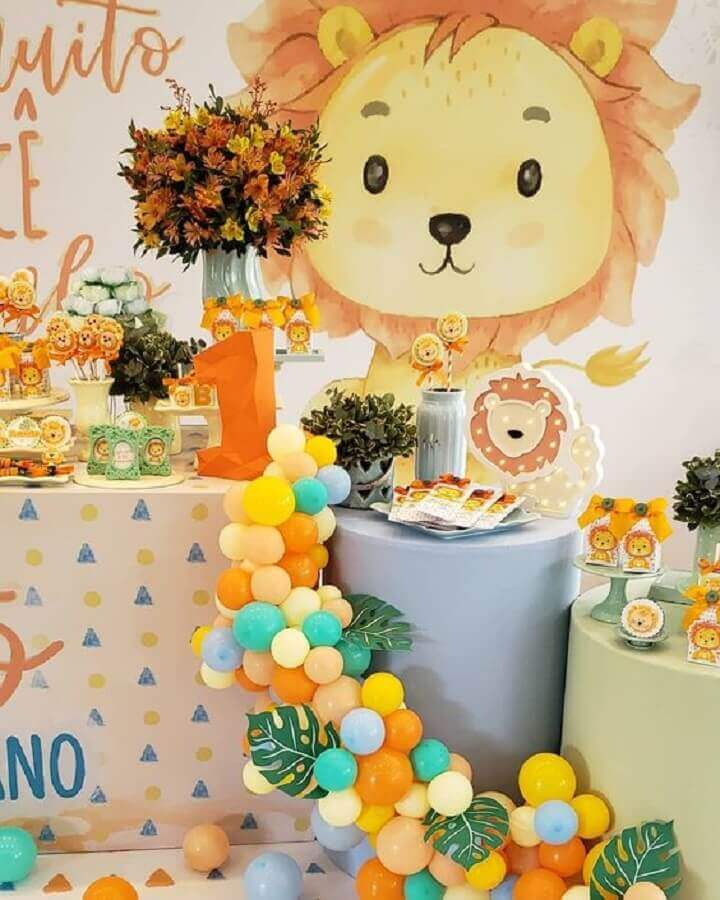 Kids birthday party decoration with lion cub theme Photo Guia Tudo Festa