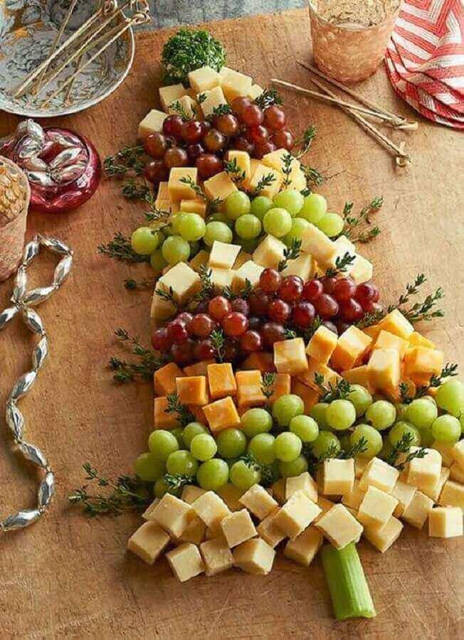 decoração de natal feita com mesa de frios e frutas Foto Patrícia Pereira