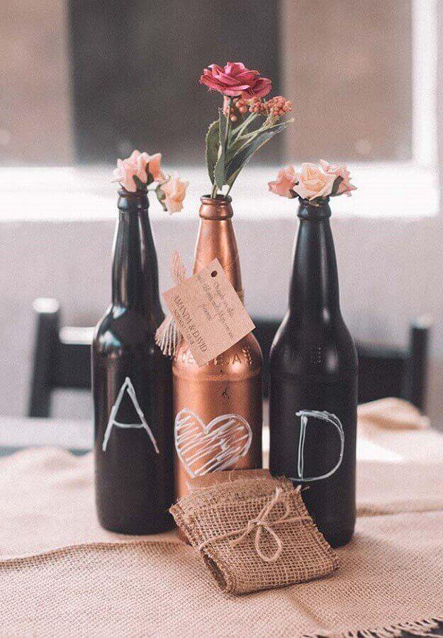 decoração de noivado simples com garrafas de vidro pintadas Foto Neu dekoration stile