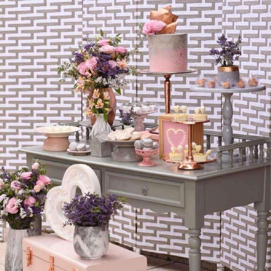decoração de noivado simples rosa e cinza Foto Marcela Santos